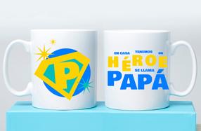 """Taza """"En casa tenemos un héroe: se llama papá"""""""