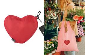 Mochila y bolsa plegable con mucho corazón