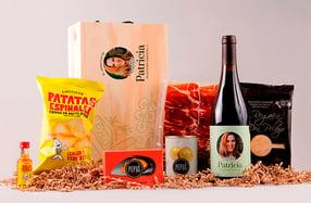 Aperitivo con botella de vino tinto en caja personalizada