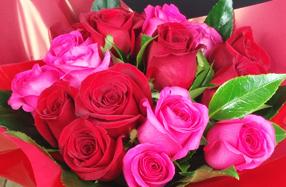Ramo bicolor de rosas rojas y rosas