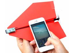 Powerup: motor para avión de papel controlado por Smartphone