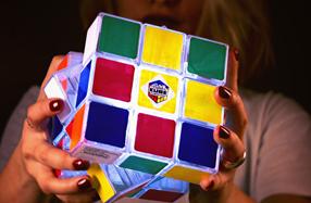 Cubo de rubik: juego y lámpara 2 en 1